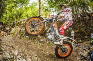 TeamHRC16_RepsolHondaTeam_r8_Busto_4050_ps