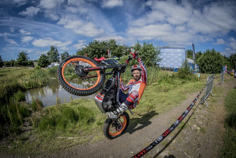 Bou and Busto fastest in United Kingdom TrialGP qualifying