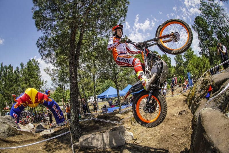 Toni Bou starts his 200th GP with another 'pole'. Fujinami, third
